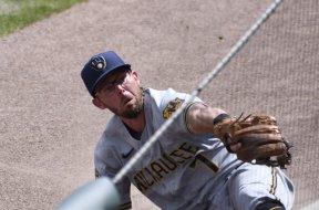Brewers Eric Sogard catch AP