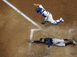 Braves Markakis slide Dodgers AP