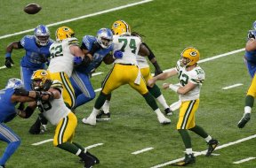 Rodgers Packers Lions throw AP