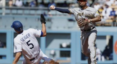 Brewers Peterson Dodgers Seager AP