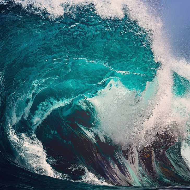 A Photographer Spends Hours Capturing the Hypnotic Beauty of the Ocean in Mesmerizing Imagery (20 Photos)