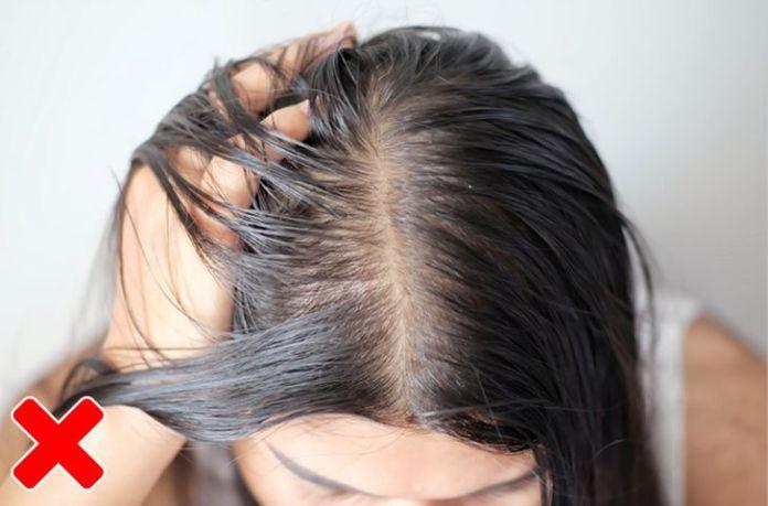 8121485b7b8650b016e1acec68 7 razões para parar de dormir com o cabelo molhado
