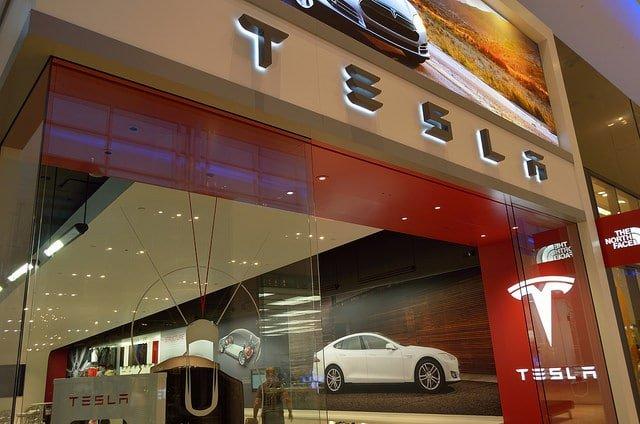 Tesla zapowiedziała wyposażenie funkcji autopilota w tryb monitorowania samochodu - Flickr / @ Open Grid Scheduler / CC0 1.0