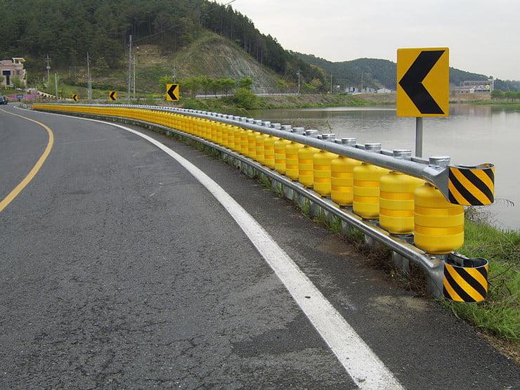 Rolling Barrier System czyli bezpieczne bariery drogowe które mogą uratować życie - wlaczoszczedzanie.pl