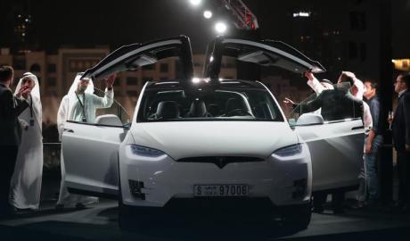 Tesla rozpoczęła sprzedaż samochodów elektrycznych w Zjednoczonych Emiratach Arabskich - wlaczoszczedzanie.pl