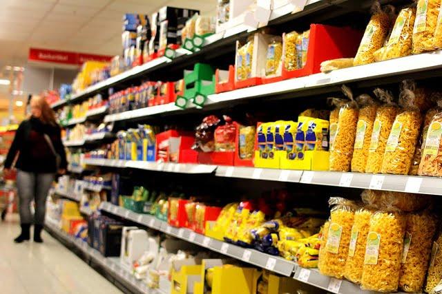 Konsument ma prawo porównywać ceny w sklepach i robić im zdjęcia. Zabranianie mu tego można uznać za nieuczciwą praktykę rynkową