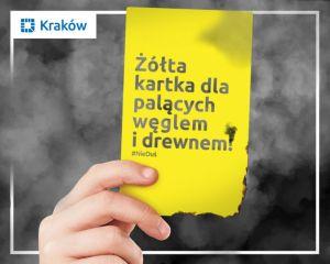 Anna Dymna, Jerzy Stuhr, Grzegorz Turnau i dr Janusz Skalski w kampanii #NieDuś pokazują żółtą kartkę mieszkańcom Krakowa, którzy do tej pory nie wymienili pieca na proekologiczny