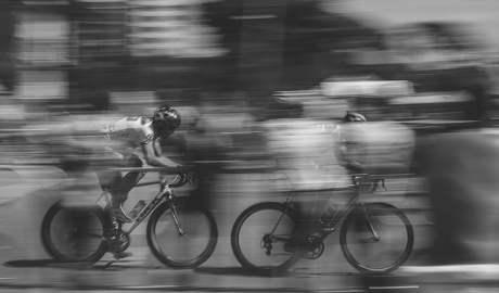 Rowerzyści którzy jeżdżą w korkach drogowych wdychają całą tablicę Mendelejewa, oraz bakterie i wirusy