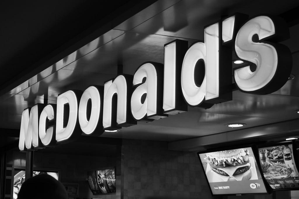 McDonald's do 2025 roku wymieni wszystkie swoje opakowania na takie, które pochodzą z recyklingu bądź certyfikowanej produkcji i będą w 100% biodegradowalne