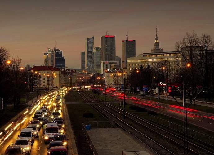 Pojazdy napędzane klasycznymi paliwami są jedną z przyczyn pogarszania się jakości powietrza oraz stanu zdrowia mieszkańców miast