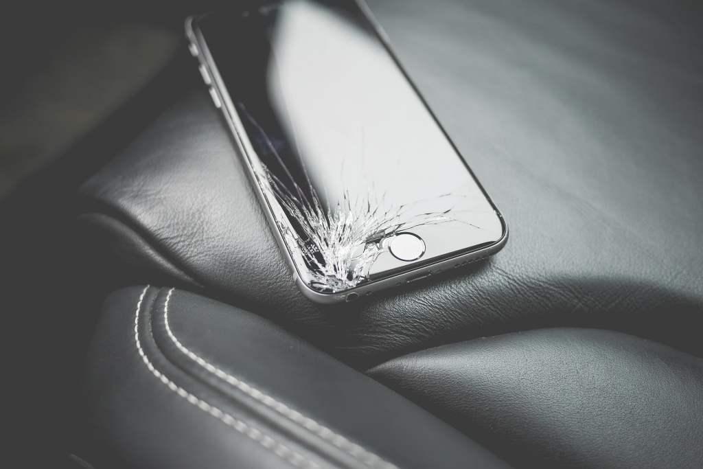 Opracowano technologię pozwalającą na szybką i tanią wymianę szybki ochronnej wyświetlacza smartfona