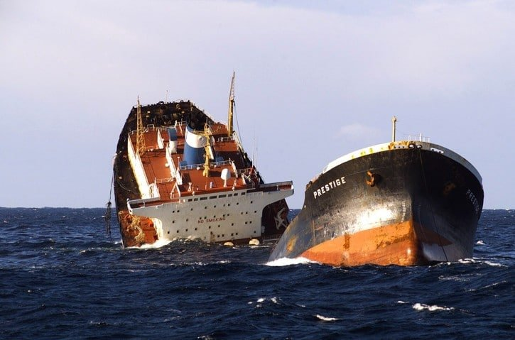 Katastrofa tankowca MT Prestige u wybrzeży hiszpańskiej Galicji