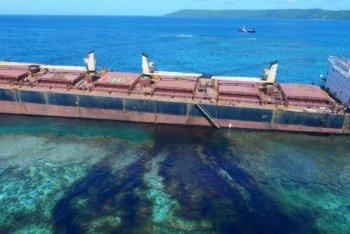 2019 rok, luty - Wyspy Salomona - wyciek ropy z osiadłego na mieliźnie statku