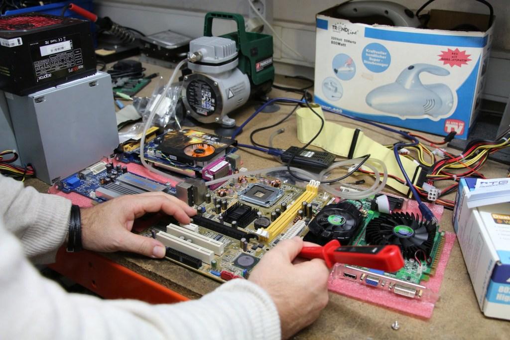 Komisja Europejska przyjęła pakiet regulacji tzw. prawo do naprawiania, mające przedłużać trwałość sprzętu RTV i AGD