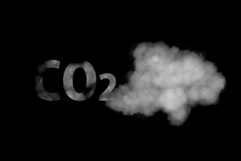 W szczycie lockdownu nastąpił spadek globalnej emisji CO2 o 17%, w Polsce o 23%