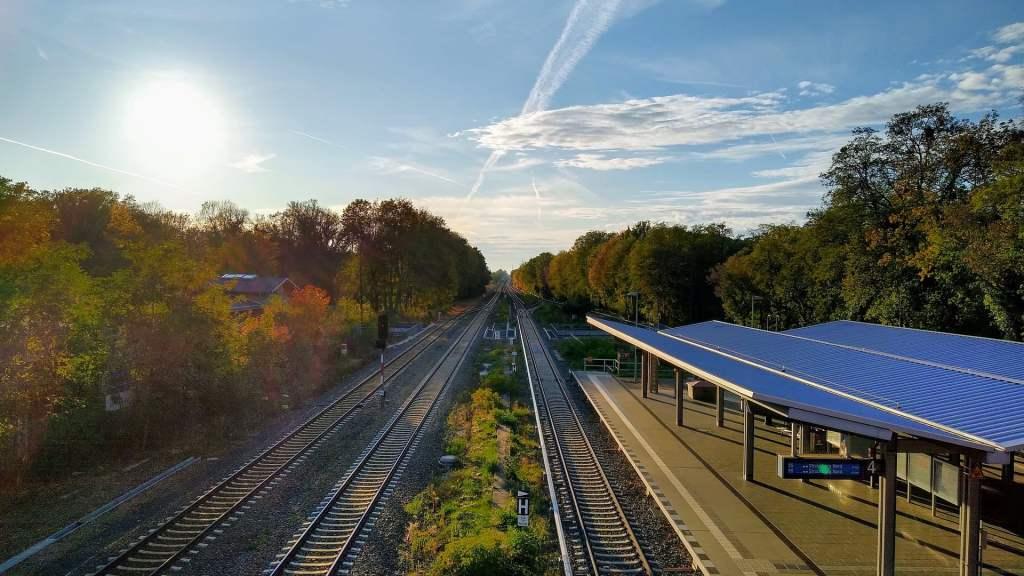 Szacuje się, że do 2030 roku cały transport naziemny, w tym transport kolejowy, będzie wykorzystywał energię odnawialną