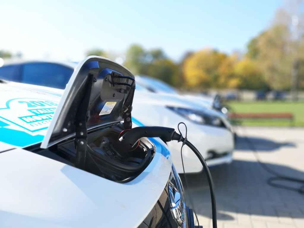 Ekologicznych korzyści z aut elektrycznych nie można jeszcze mierzyć w dniu zakupu