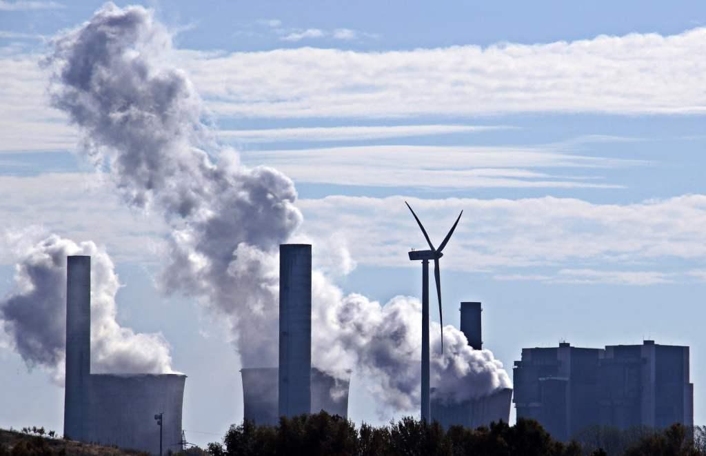 Odejście od węgla w polskiej energetyce wymaga budowy niskoemisyjnego miksu energetycznego