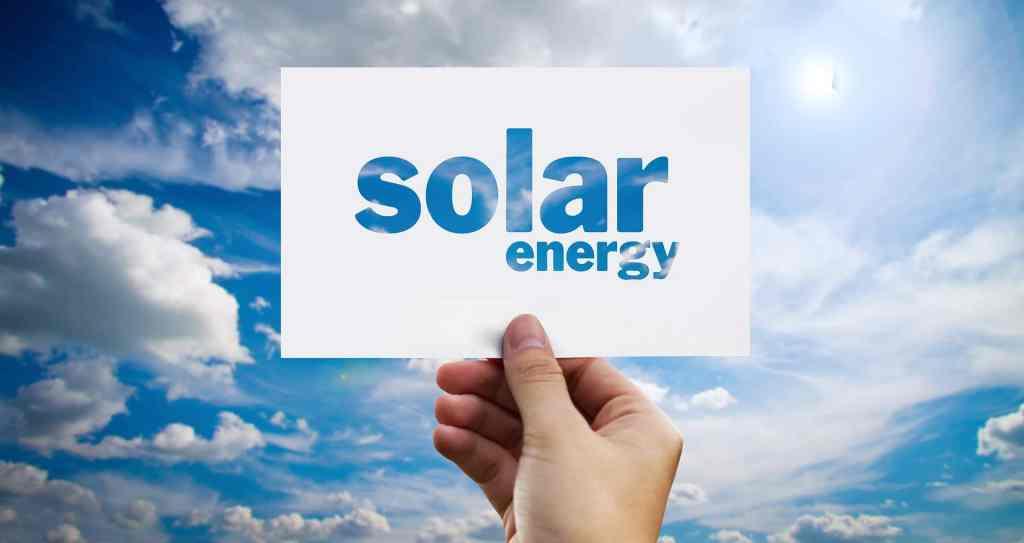 Przed nami wysyp technologii fotowoltaicznych. Nowe rozwiązania pozwolą pozyskiwać energię za pomocą szyb czy farb