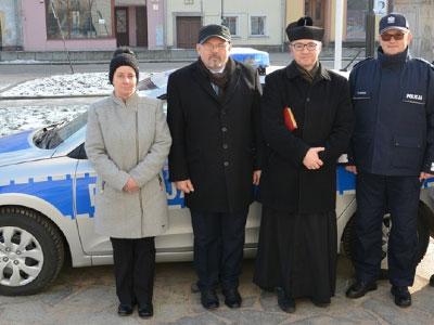 Przekazanie radiowozu dla Lwóweckiej Policji