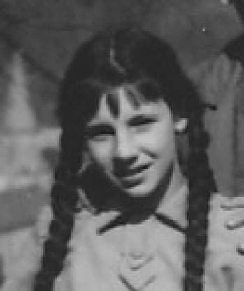 Lipy z alei, co prowadziła do dziecięcego sanatorium PKP, miały szerokie, dobrze przycięte korony. Przypominały taką ulistnioną maczugę, co bije sercowatymi liśćmi. Gdy mocniej zawiał wiatr, wyglądały groźnie.