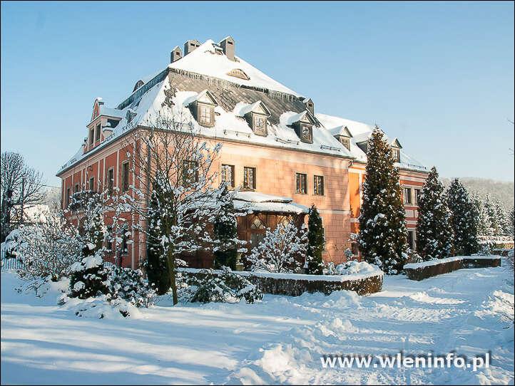 Pałac we Wleniu w zimowej szacie.