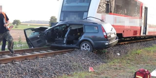 fot. Arkadiusz Hawryliszyn - wlkp112.pl - Wypadek pociągu i osobówki w Strykowie
