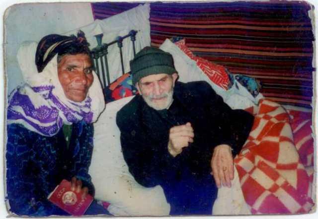 Studwudziestodwuletni mężczyzna z Kaukazu i jego trzecia, sześćdziesięciojedoletnia żona. (Archiwum Zeflika Chłodka)