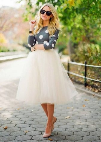 How to wear a sweater and skirt? 14