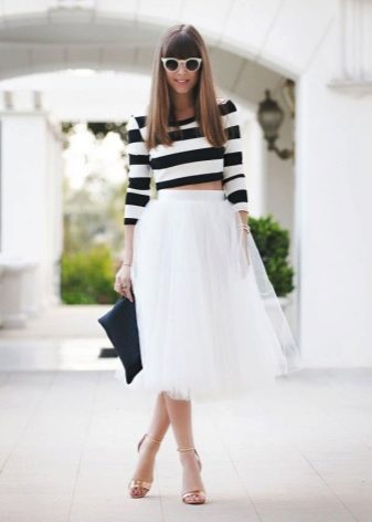 How to wear a sweater and skirt? 16