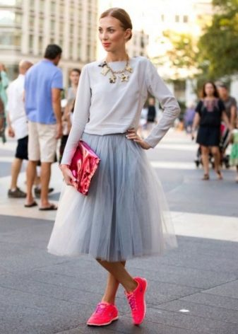 How to wear a sweater and skirt? 17