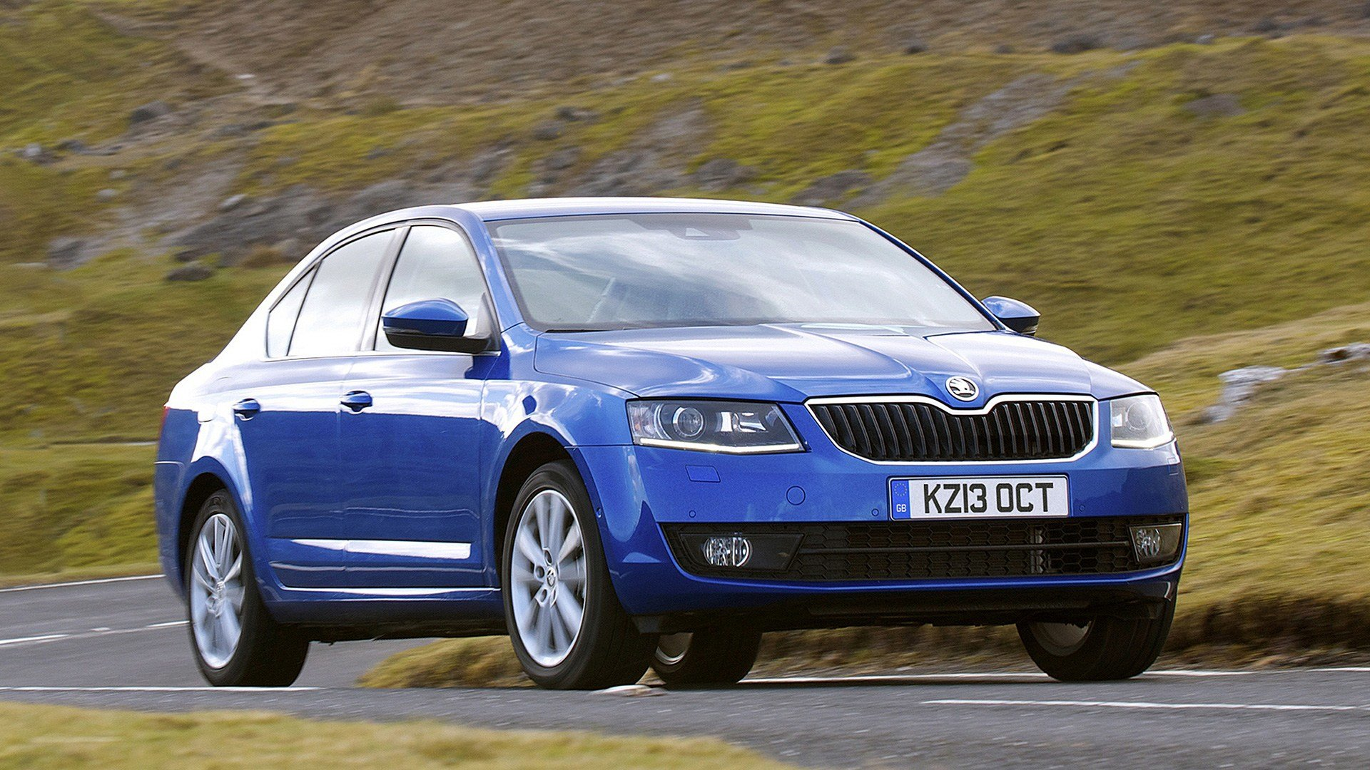 New Skoda Octavia Hatchback 2013 Review Auto Trader Uk On This Month