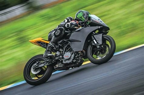 New Race Spec Ktm Rc 390 Ride Experience Feature Autocar India On This Month
