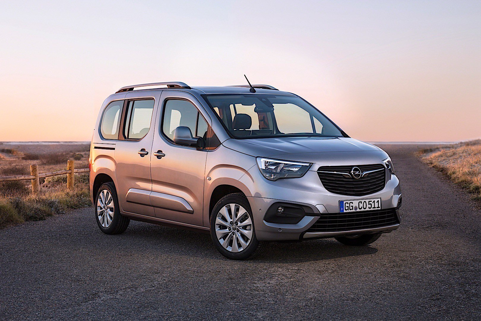 New Opel Combo Life Specs Photos 2018 2019 Autoevolution On This Month