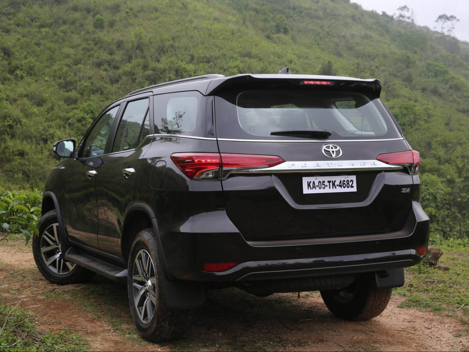 New Car Wallpaper Toyota Fortuner Car Hd Wallpaper On This Month