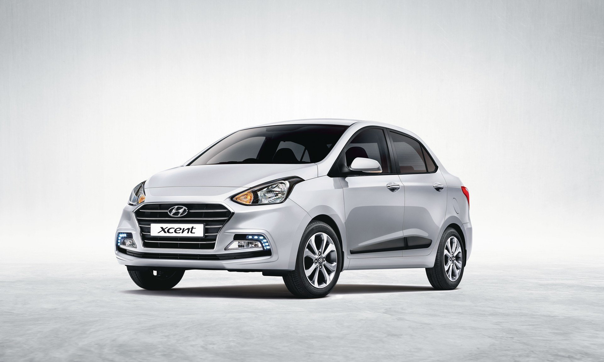 New Hyundai Xcent 2017 E Photos Images And Wallpapers On This Month