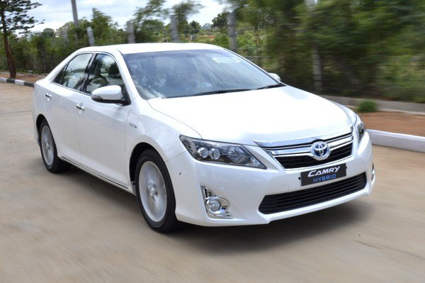 New Toyota Camry Hybrid Review Test Drive Autocar India On This Month