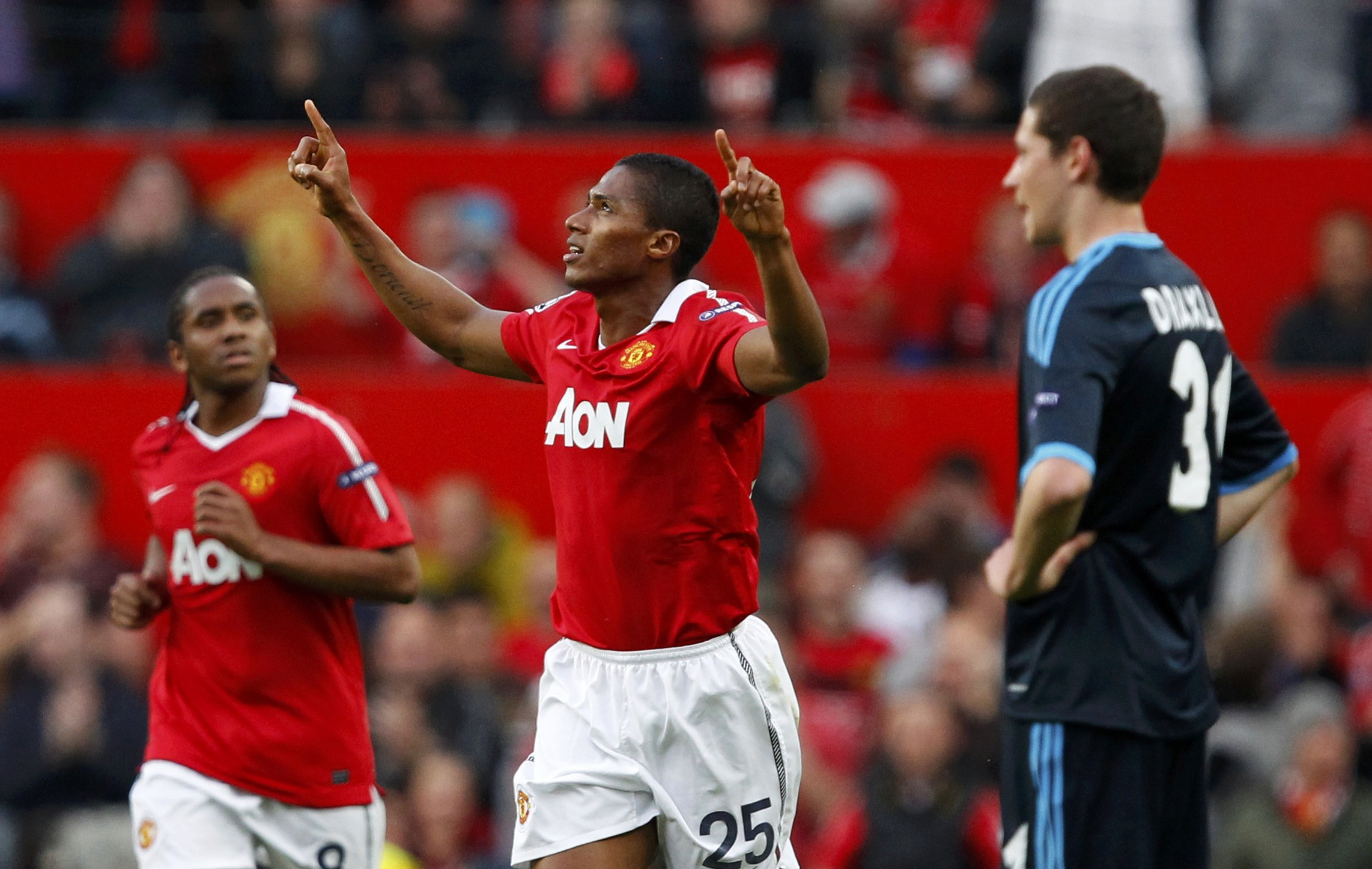 Manchester United's Antonio Valencia (C) celebrates his second goal during their Champions League semi-final second leg soccer match against Schalke 04 at Old Trafford in Manchester, May 4, 2011.  REUTERS/Phil Noble (BRITAIN  – Tags: SPORT SOCCER)