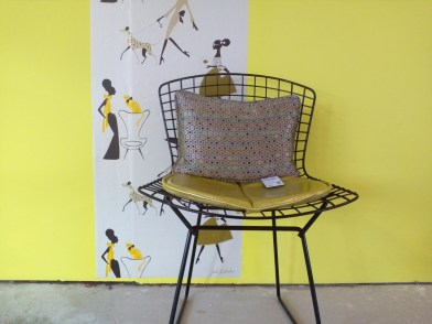 Single mid 20th century Harry Bertoia black wire chair by Knoll International. Tangle Tree Interiors. Wallpaper from Jordi Labanda, £50 per roll.