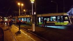Solaris Tramino Olsztyn S111O #3001 na placu Konstytucji 3 Maja podczas pierwszego przejazdu próbnego (19 listopada 2015)