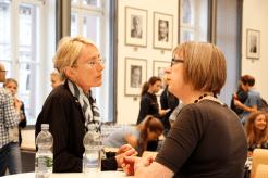 Gespräch nach der Veranstaltung (Foto: Tanja Schmith)