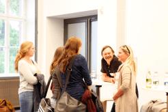 Klaus Zintz und Sabine Fricke im Gespräch mit Studierenden (Foto: Tanja Schmith)
