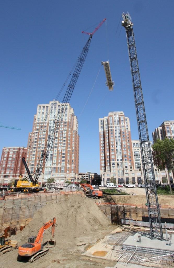 300 Ton crane erecting a tower crane jib section