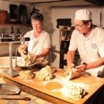 Brotbacken in der Johann-Adams-Mühle