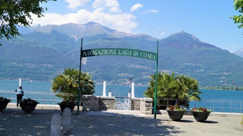 Anlegestelle in Mandello del Lario, am Lago di Como, Palmen an den oberitalienische seen