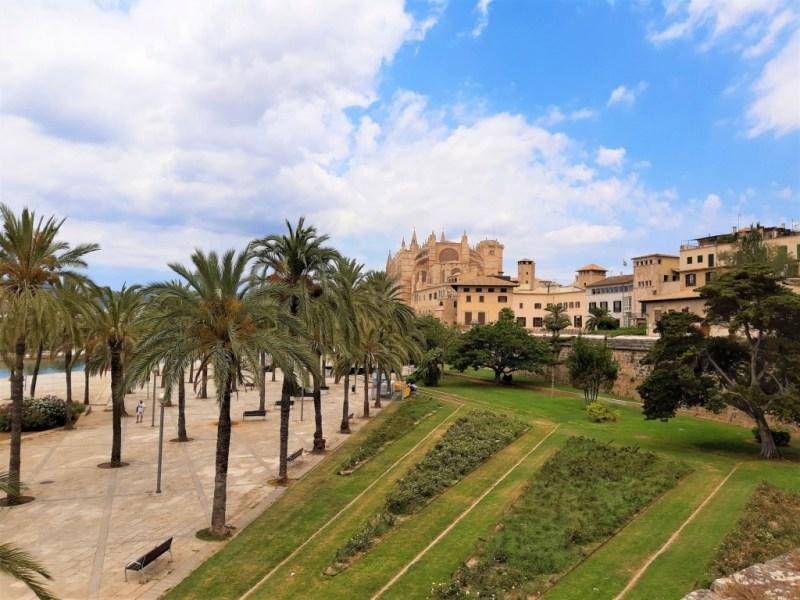 Am Es Baluard in Mallorca entlanglaufen