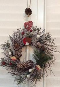 Robin and pine cone wreath