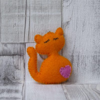 Crafty Cat keyring to add a little purrfection to your life. Handmade and embroidered in Nepal from 100% wool felt.