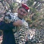 Die Facebook Falle: Wahrscheinlicher Jäger zeigt Fotos eines toten Jaguars