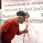 Tiefbrunnen eines Deutschen fördert ohne Motor mehr als 2.000 Liter Wasser pro Stunde nach oben